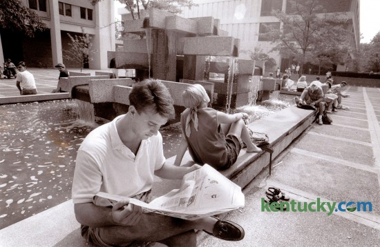 Kevin White, a University of Kentucky sophomore read the Kernel by the fountain in front of Patterson Office Tower August 28, 1989. The fountain was removed in 1999. Photo by Clay Owen