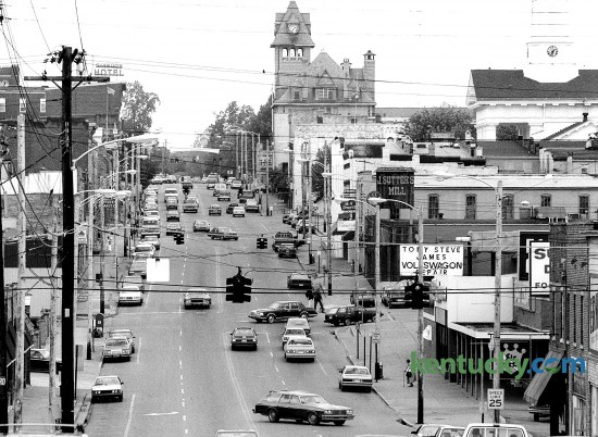 Downtown Richmond, looking east down Main Street, May 15, 1989. Photo by Charles Bertram | staff