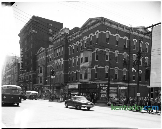 The 100 block of East Main Street in downtown Lexington at Limestone, March 8, 1950. That corner, once dominated by the Phoenix Hotel,  is now the site of Phoenix Park, the Central Library and Park Plaza apartments. Herald-Leader Archive Photo